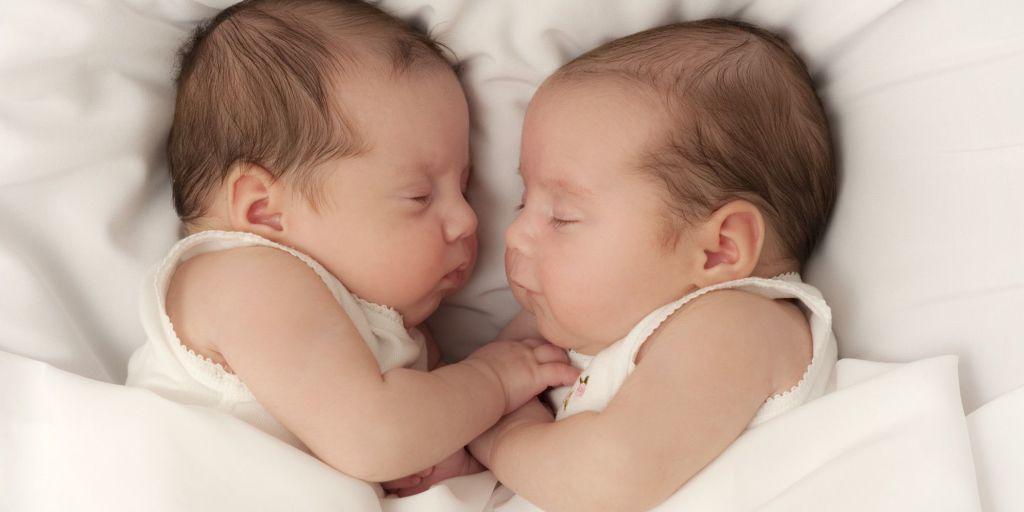 6 ventajas de ser padres de gemelos o mellizos [Análisis